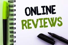 Signe des textes montrant les commentaires en ligne Satisfaction conceptuelle d'avis de notation client d'évaluations d'Internet  images libres de droits