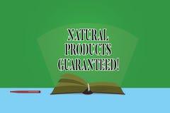Signe des textes montrant les produits naturels garantis Nourritures conceptuelles de photo dont ne contient pas des saveurs arti image libre de droits