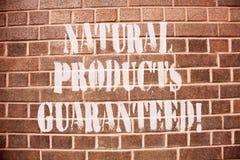 Signe des textes montrant les produits naturels garantis Nourritures conceptuelles de photo qui ne contient pas des saveurs artif photos libres de droits