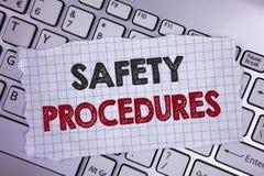 Signe des textes montrant des procédures de sécurité La photo conceptuelle observent des règles et des règlements pour la sécurit image libre de droits