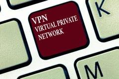 Signe des textes montrant Vpn Virtual Private Networks Le coffre-fort conceptuel de photo a chiffré la connexion au-dessus de l'I photos stock