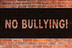 Signe des textes ne montrant aucune intimidation Art de mur de briques d'assaut d'agression de harcèlement d'abus interdit par ph illustration stock