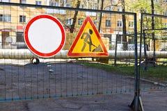 Signe des travaux de construction dans la cour Photo stock