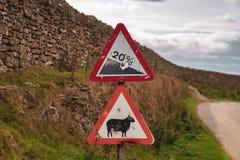 Signe : Descente de 20%, mouton d'attention photos stock