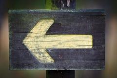 Signe directionnel en bois Images libres de droits