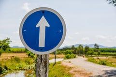 Signe droit bleu Photographie stock libre de droits