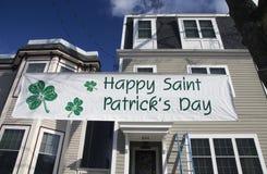 Signe du jour de St Patrick heureux, défilé du jour de St Patrick, 2014, Boston du sud, le Massachusetts, Etats-Unis Images libres de droits