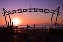 Signe du paradis de surfers au temps de lever de soleil photographie stock