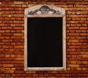 Signe en bois avec le panneau noir vide de menu Images stock