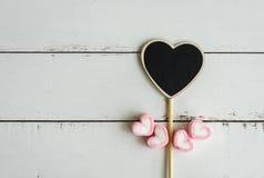 Signe en bois de forme de coeur Photos stock