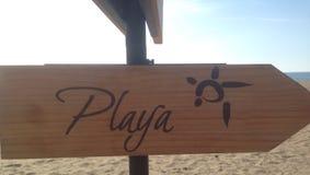 Signe en bois de plage image libre de droits