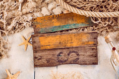 Signe en bois rustique vide avec un thème nautique Images stock