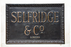 Signe en bronze de Selfridges Photographie stock libre de droits