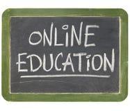 Signe en ligne de tableau noir d'éducation Photos stock