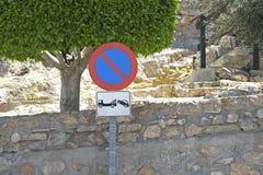 Signe espagnol de stationnement interdit Photo stock