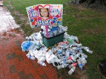 Signe et plus de déchets au rassemblement Photos libres de droits