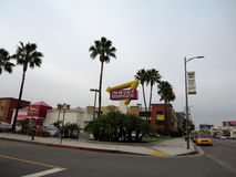 Signe extérieur et dans-N- le restaurant d'hamburger près de LAX Photo stock