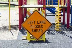 Signe fermé de ruelle gauche en avant Photographie stock