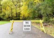 Signe fermé de section - horizontal photographie stock libre de droits