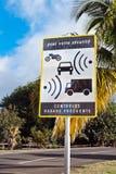 Signe français de contrôle de vitesse Photographie stock libre de droits