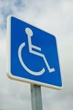 Signe handicapé de zone de stationnement  Photographie stock libre de droits