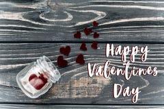 Signe heureux des textes de jour de valentines coeurs élégants de velours en verre j Photo stock