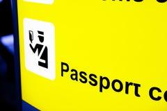 Signe indiquant la zone de contrôle de passeport Photo stock