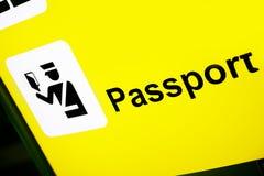 Signe indiquant la zone de contrôle de passeport Photographie stock