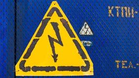 Signe jaune à haute tension Photo stock