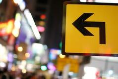 Signe jaune avec la flèche Image libre de droits