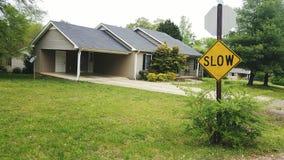 Signe lent devant ma maison Photo stock