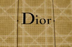 Signe lumineux de magasin de Dior image libre de droits