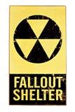 Signe nucléaire d'abri contre les retombées radioactives d'isolement sur le blanc Photos stock