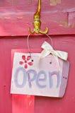 Signe ouvert de cru photographie stock