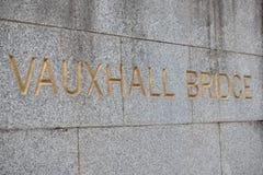 Signe pour le pont de Vauxhall Photo stock