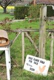 Signe pour les oeufs gratuits de gamme à la ferme Image libre de droits