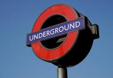 Signe pour Londres au fond Image stock