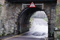 Signe principal maximum de taille de pont et vieille voûte en pierre photos stock
