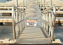 Signe privé de dock de bateau Photographie stock