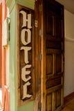 Signe rustique d'entrée d'hôtel Images stock