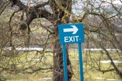 Signe : Sortez le signe avec la flèche Photo stock