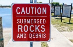 Signe submergé de roche Images stock