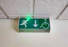 Signe vert de secours images stock