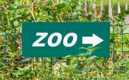 Signe vert de zoo Photographie stock libre de droits