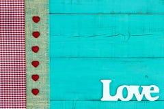 Signe vide avec amour et tissu avec la frontière de coeurs Photo stock
