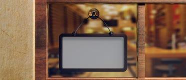 Signe vide avec le cadre en bois accrochant sur le devanture de magasin en verre, l'espace de copie illustration 3D illustration de vecteur