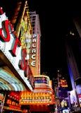 Signes au néon de Times Square Image stock