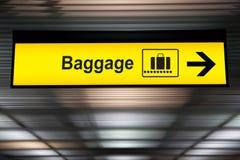 Signes d'aéroport de bagages image libre de droits
