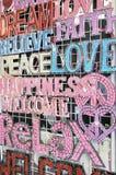 Signes d'amour et de bonheur de paix Image stock