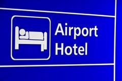 Signes d'hôtel d'aéroport de plan rapproché photo libre de droits